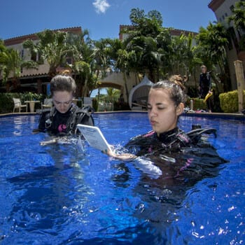 Scuba diving with kids, kids seacamp, dive master